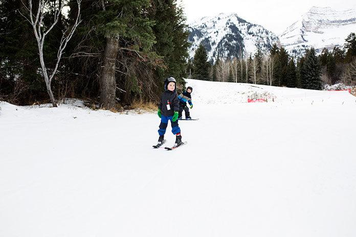 Czym cechują się profesjonalnie zorganizowane obozy narciarskie