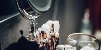 co kryje się w damskiej kosmetyczce?