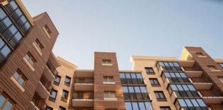 Bezramowa zabudowa balkonu w różnych aranżacjach